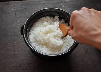 土鍋で炊いたご飯のもちもち感とふくいくとした香りを再現するためのレシピです。