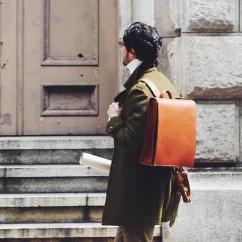 そんな豊かな自然に囲まれた軽井沢工房の誕生と共に、軽井沢工房記念モデルとして、ランドセルのような形をした大人のための仕事鞄「OTONA RANDSEL(大人ランドセル)」が発売されました。