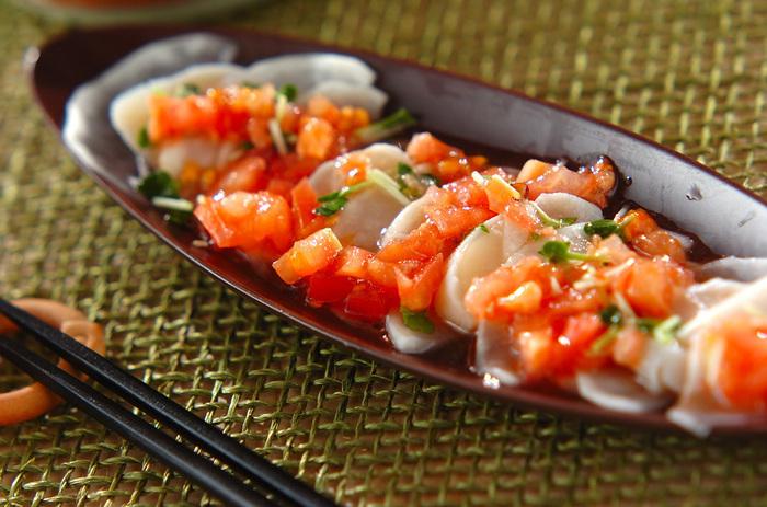 白ワインを入れた熱湯にさっと通した帆立とお野菜で作る、簡単だけど贅沢なサラダです。