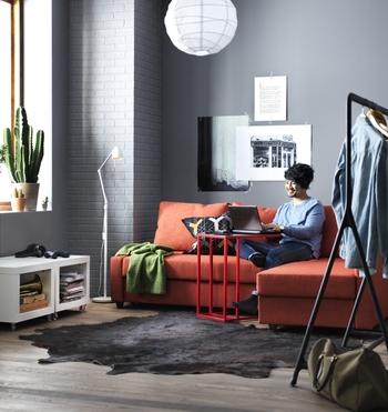 ゆったり寛げる寝椅子付きのタイプもあります。寝椅子の向きは、模様替えや引越しに合わせて、左右どちらでも付け変えが可能です。この他にもIKEAにはデザイン性に優れて機能的なソファが沢山あります。