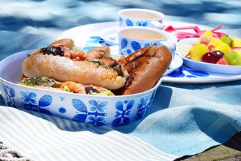 北欧デザインの可愛らしい食器でお食事って憧れますよね。 こちらはOpto Design(オプトデザイン)のStig Lindberg(スティング・リンドベリ)の角型ボールです。