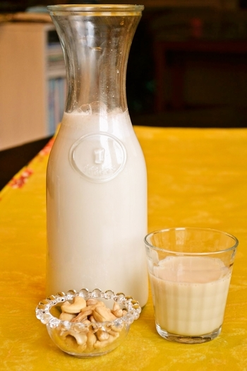 牛乳の代わりにグラノーラや朝ごはんのボウルにかけたり。チャイにしても美味しそう♪