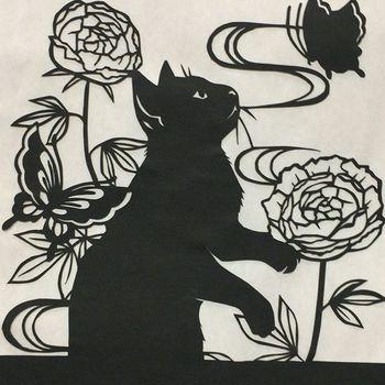 黒は影絵の趣があって情緒豊かな作品になりますね。
