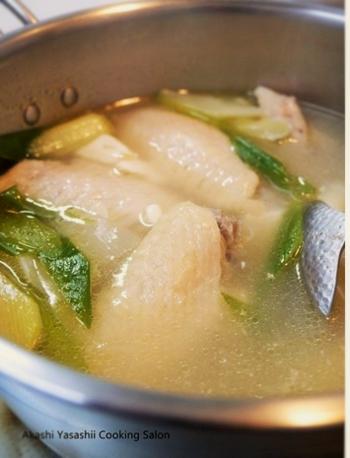 にんにくは丸ごと煮込むとこちらもホクホクした美味しさが楽しめます。仕上げに辣油をかけると中華な美味しさに。