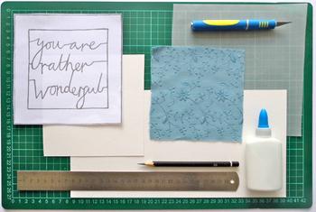 ・カッターマット ・小回りのきくカッター ・定規 ・メッセージカードの台紙 ・背景に使用したい紙や布 ・下書き用の紙 ・トレーシングペーパー ・鉛筆 ・マスキングテープ ・接着剤