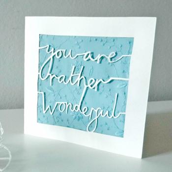 台紙を半分に折りたためば、シンプルなのにとても心のこもったメッセージカードの完成♪