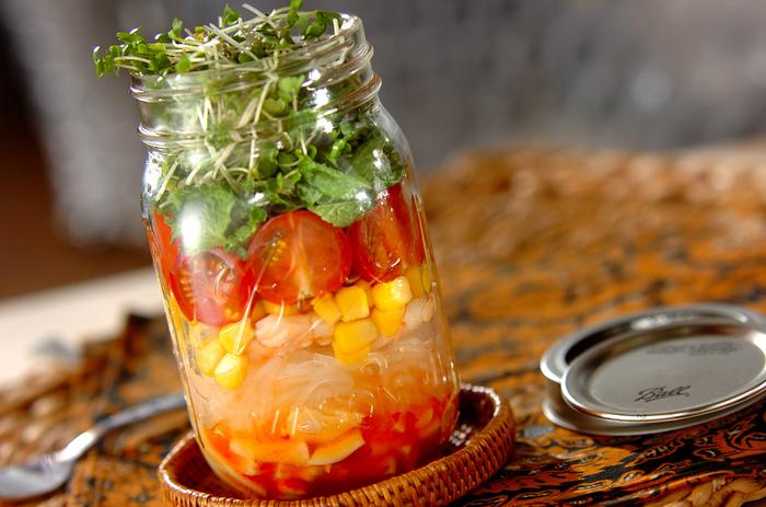 流行りのジャーサラダにも春雨を入れて♪腹もちのいい春雨は、ダイエット中のランチにもオススメです。
