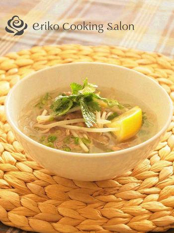 ベトナム料理の定番フォーの代わりを春雨で。香草やスイートチリソースを少し加えると、更に本格的なお味になるそうです♪