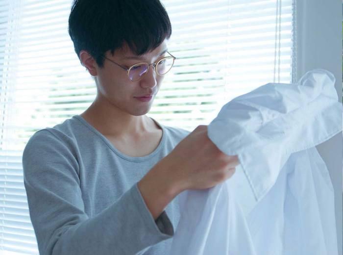 受け取ったお相手はふくてがみを広げ、シャツに書かれた手紙にびっくりし、喜んでくれることでしょう。想いが伝わるといいですね。 photo:アキタカオリ