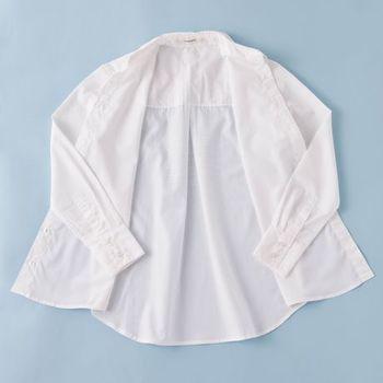 柔らかい肌触りで丁寧に職人により作られたふくてがみは、ファッションを選ばず着こなしやすく、1枚は持っていると重宝する白シャツなので、喜ばれること間違いなし☆ photo:アキタカオリ