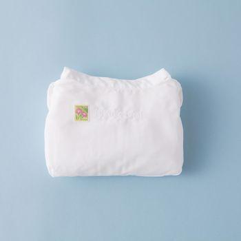 付属の専用切手も可愛らしい上、服を折り畳んで出来上がった封筒。こんな珍しい郵便物に受け取った相手も思わずニンマリしてしまいそうですね。 photo:アキタカオリ