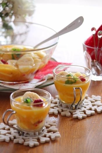 お子様がたくさん集まるパーティーなら、こんなドリンクはいかが?フルーツがたっぷり入った、ジュースで作るサングリア風ドリンクです。これで気分は大人の仲間入り!