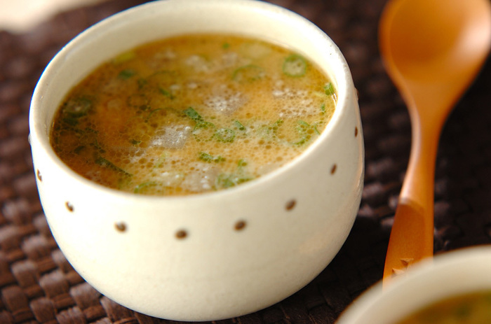 酒粕と生姜がダブルで身体を温めてくれますよ♡ しっかりとゴマ油で炒めた鶏ひき肉がスープにコクを出してます。寒い冬にぜひ。