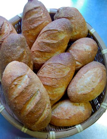 なんとパンも絶品なんです。大吟醸酒粕とオートミールを使用していて、皮はパリッと何とも美味しいんです。パンを焼いている途中にはふんわり酒香がしてたまりません。
