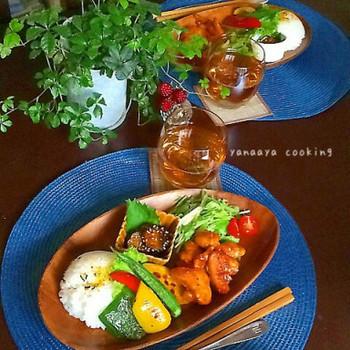 バーベキューチキンと焼野菜を一緒に。チキンとお野菜の色どりがとてもよいワンプレート。