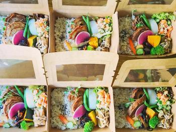 現在は、オーガニック野菜を使ったお弁当をデリバリーされたり、契約されているカフェにマフィンなどのお菓子を提供されたり、お料理教室やヨガ教室も開催されています。