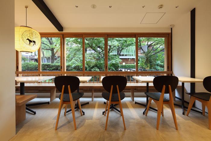 京都祇園店には喫茶・Bar「お茶と酒 たすき」も併設。お茶や甘味に加え、お茶をベースにしたオリジナルカクテルなども楽しめます