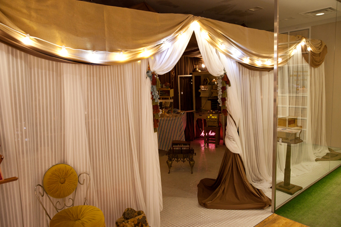 表参道店の中に併設されたギャラリースペース。「NEW RECYCLE」をコンセプトに、様々なアーティストやクリエイターによるエキシビジョン、スペシャルイベントなどが定期的に開催されています