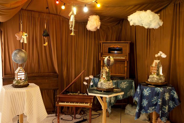 取材時は「toy music & box art exhibition」と題した、トイミュージック専門レーベルによる幻想的なエキシビジョンが行われていました(※現在は既に終了)