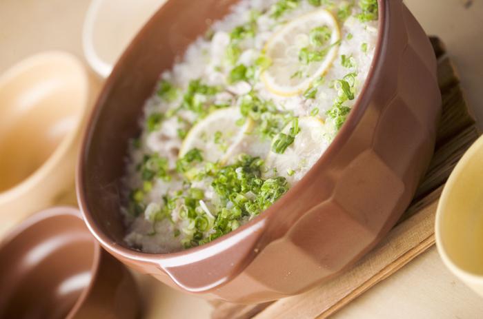大根1本、レモン1個を丸ごと使う鍋。寒い季節も、この鍋で風邪知らずになれそうですね。ポン酢でさっぱりいただいましょう。