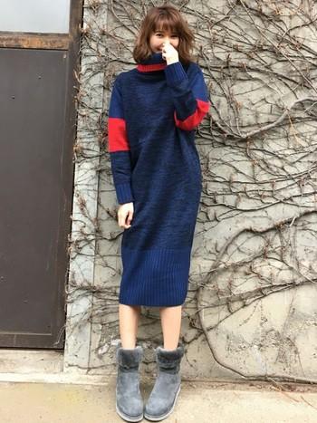 色がきれいなミモレ丈のニットワンピースとアグとのバランスが絶妙です。グレーは、どんな服にも主張しすぎず馴染んでくれますよ。