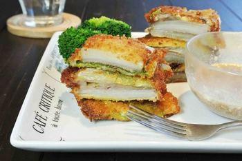 レタスの代わりに白菜を挟んだ牛カツのミルフィーユサンド。フライパンで揚げ焼きするお手軽レシピ♪
