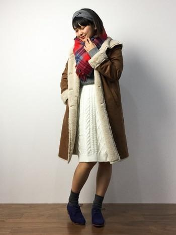 普通のニットスカートに飽きたらぜひアラン編みのスカートを。アラン模様はスカートにしても素敵ですね。