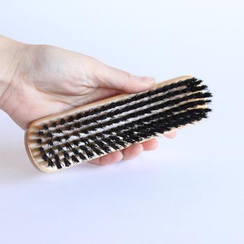 英国で「ブラシの王様」といわれるブランド、「G.B.KENT(ジービーケント)」のブラシ。こちらは携帯にも便利なサイズで嬉しいですね。 黒豚の毛でできていて、スエード素材にも使用できます。