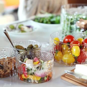 シンプルな料理も、フローラに盛り付けると華やかなごちそうに。色とりどりの野菜たちがとっても美味しそう。