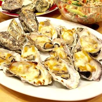 牡蠣の殻はグラタン皿として使っちゃいましょ♪ オーブンやグリルで簡単に作れるメニューです。