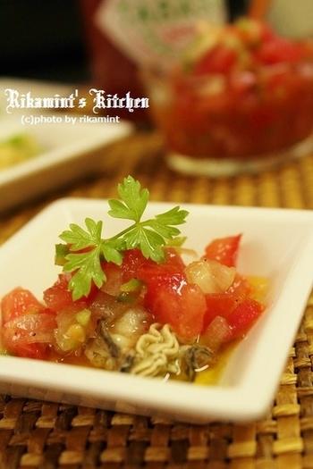 タバスコオイルで漬けた牡蠣を、さっぱりとしたトマトのソースをかけてお召し上がりください♪