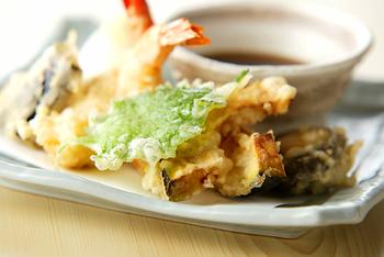 天ぷらを美味しくあげるポイントは『衣の水分、衣の混ぜ方・油の温度』。