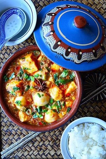 麻婆豆腐はおつまみにぴったりだけど、手間がかかるイメージもありますよね。このレシピなら、15分でささっと作れるので、家飲みにぴったりなんです。シメにご飯と合わせるのも良いですね。