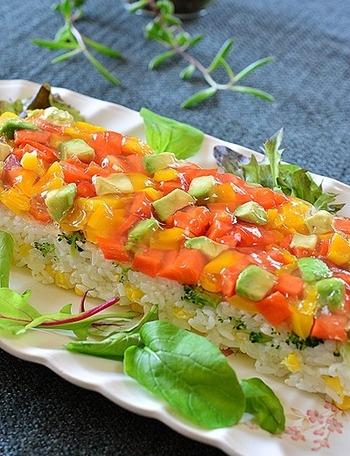見た瞬間、歓声がおこりそうなきれいなお寿司です。お野菜を見て楽しい、食べて美味しいとはこのことです。