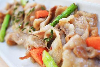 ピクルス液も一緒に使って美味しさを堪能できる1品。もちろんお野菜も漬け込んだピクルスを使えますよ。さっぱりした味付けが豚肉と合います。