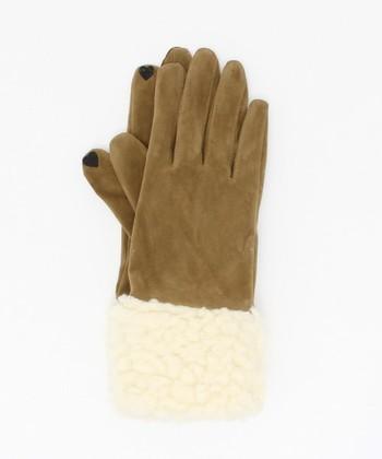 タッチパネル対応の手袋は、装着したまま操作が可能なので、脱ぐ手間が省け、写真を撮るときなどにもとっても便利な寒い思いをしない嬉しいアイテム!指先にタッチパネル対応の生地が付けられています。 こちらは、もこもこのボアが可愛い、フェイクスウェードの手袋。指先のハートもさりげなくてキュート!