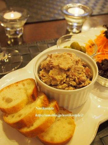 金時豆の水にとオリーブオイル、牛乳を混ぜ合わせます。お酒の席にもぴったりなディップです。