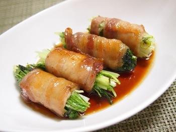 水菜を豚肉で巻いたシンプルなレシピ。水菜のシャキシャキ感がたまりません!お弁当にもおすすめの一品。