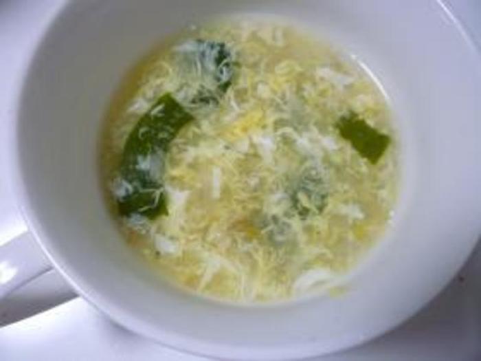 安い、簡単、ヘルシー三拍子揃ったスープです。冷蔵庫にある事が多い食材で出来るので、ちょっと一品足りたい時や、朝ご飯にピッタリ。