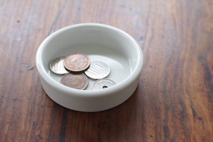 玄関、キッチン、机の上と家のあらゆる場所で、活躍してくれそうな丸トレイ。Mサイズでも1000円以内とまとめ買いしやすいお手ごろ価格です。こうした小物にもこだわることで、暮らしへの感性がますます磨かれますよ。