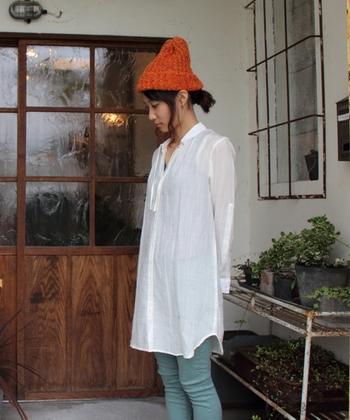 テンセルを豊富に含んだ生地は、ふわりと柔らかく肌に優しい質感です。透け感も軽やかな重ね着にぴったりの一着ですね。