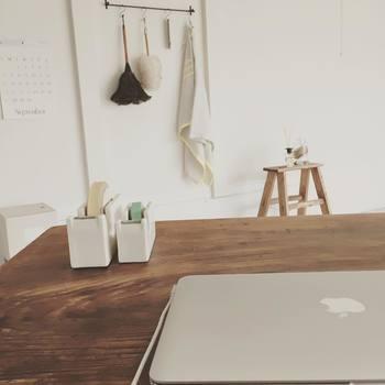 日用品は暮らしに一番近いものだから、目立たず、騒がず、やさしくそっと寄り添ってくれるものがいい。倉敷意匠の「白磁の道具」シリーズは、まさにそんな希望を叶えてくれます。「白磁の道具」があなたの暮らしの風景を今よりも少し特別なものにしてくれることでしょう。