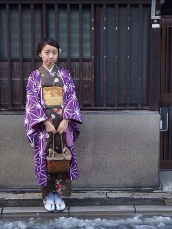 着物だけだと、落ち着いた大人の印象、そこに鮮やかな紫を合わせることで印象がガラッと変わりますね。 羽織りを購入するときは、着回しが効くよう手持ちの着物のイメージに合うものをチョイスするのがいいみたいですね。