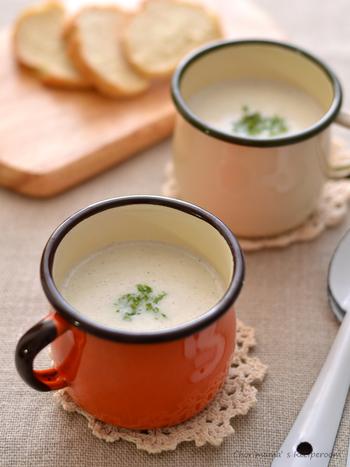 しらすの出汁がよく効いた優しい風味のレンコンポタージュ。ブレンダーで攪拌してもほんのり残るレンコンのシャキシャキ感が面白いスープです。
