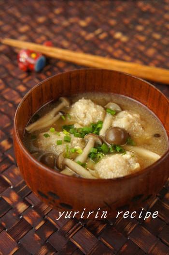 レンコン団子のもちもちした食感が楽しめるスープ。レンコンをすりおろすことで、また新しい食感に出会えますね。