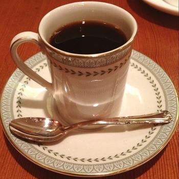 お客さんが砂糖やミルクを入れるか否かで、提供するコーヒーの温度を決めるという細やかさ。