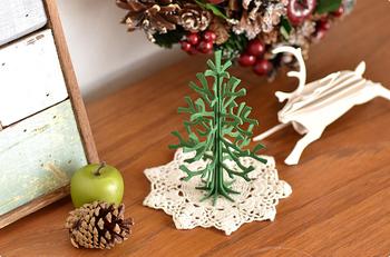 lovi(ロヴィ)のクリスマスツリーはサイズがとても豊富。12cm、30cm、60cm、そしてなんと120cmの大型のものもあるんです!