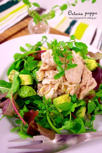 豚肉もしゃぶしゃぶにしてしまえば油が落ちてカロリーダウン!たっぷりのお野菜と一緒に食べれば栄養満点です。