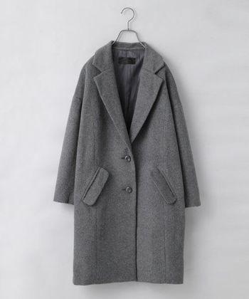 昨年に引き続き流行しているチェスターコート。かっちりしているので、カジュアルにもフォーマルにもコーデすることができます。どんなシーンにも着ていける為、困ったときはチェスターコートを羽織りましょう。