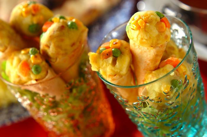 パーティーシーンには、こちらの美味しいサモサもおすすめ。春巻きの皮をアイスコーン風に形作って、見た目もかわいらしく。具材もお野菜たっぷりで、とってもヘルシー。甘くて美味しいサモサは、女子会にもぜひおすすめです。